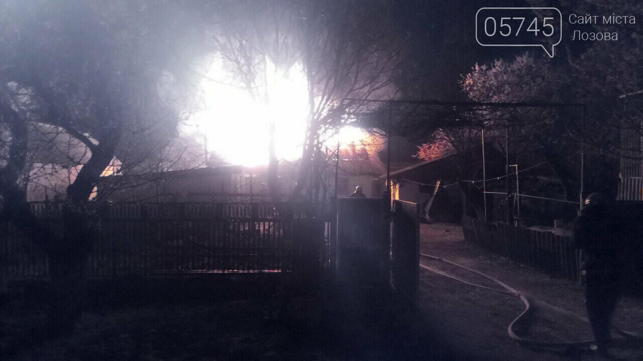 В Лозовой горела крыша частного дома, фото-1