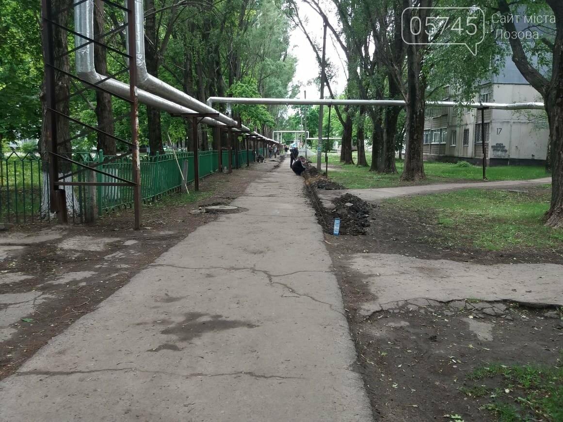 В Лозовой укладывают новый тротуар , фото-6