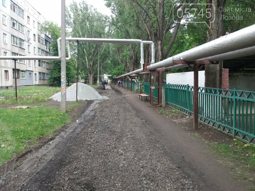 В Лозовой укладывают новый тротуар , фото-1