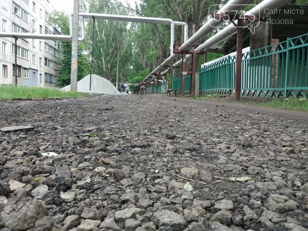В Лозовой укладывают новый тротуар , фото-3