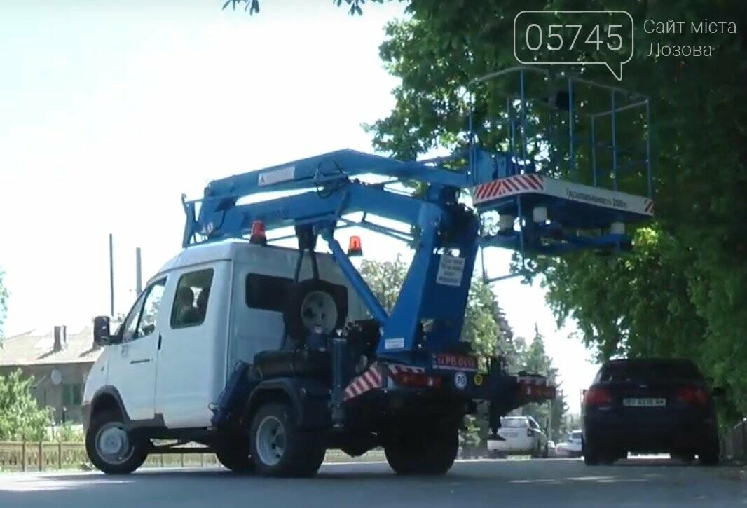 У лозовских коммунальщиков  появилась новая автовышка, фото-2