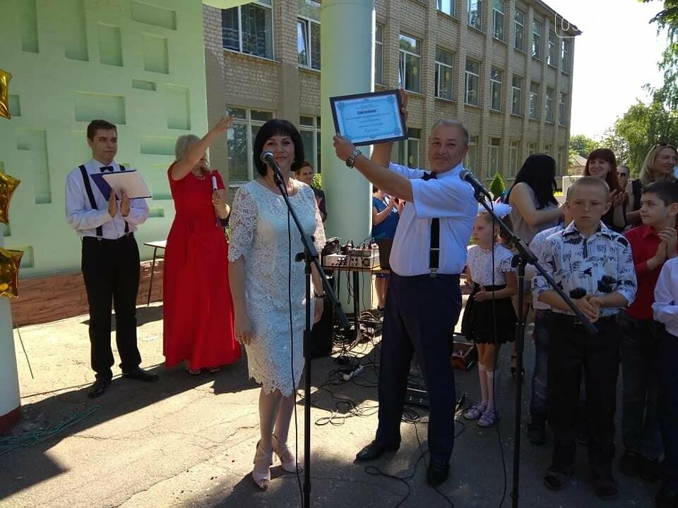Сегодня прозвучал последный звонок для 297 выпускников Лозовской ОТГ  , фото-4