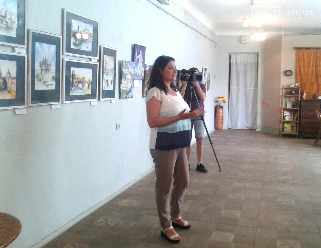В Лозовском музее открылась первая выставка учениц художественной школы, фото-1