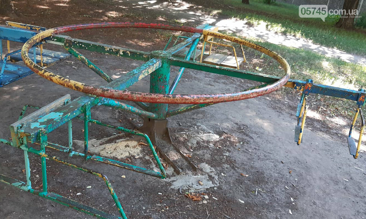 Ничейные качели. Кто отвечает за детские площадки в Лозовой?, фото-4