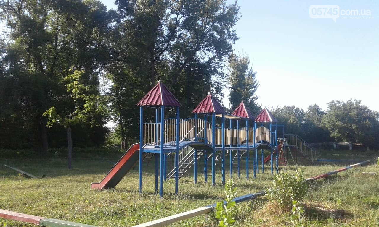 Ничейные качели. Кто отвечает за детские площадки в Лозовой?, фото-1