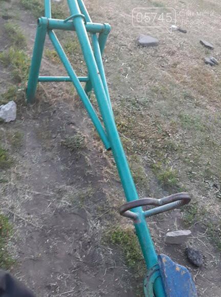 Ничейные качели. Кто отвечает за детские площадки в Лозовой?, фото-7