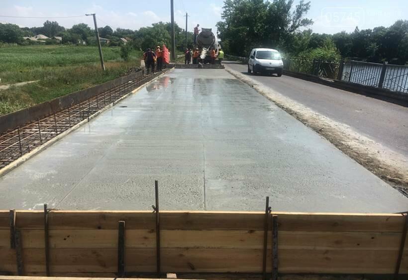 На Лозовщине в селе Катериновка ремонтируют мост, фото-4