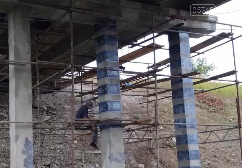 На Лозовщине продолжается ремонт мостов. Укрепляют опоры и пролетные сооружения, фото-5