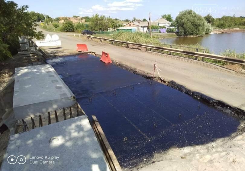 На Лозовщине продолжается ремонт мостов. Укрепляют опоры и пролетные сооружения, фото-1