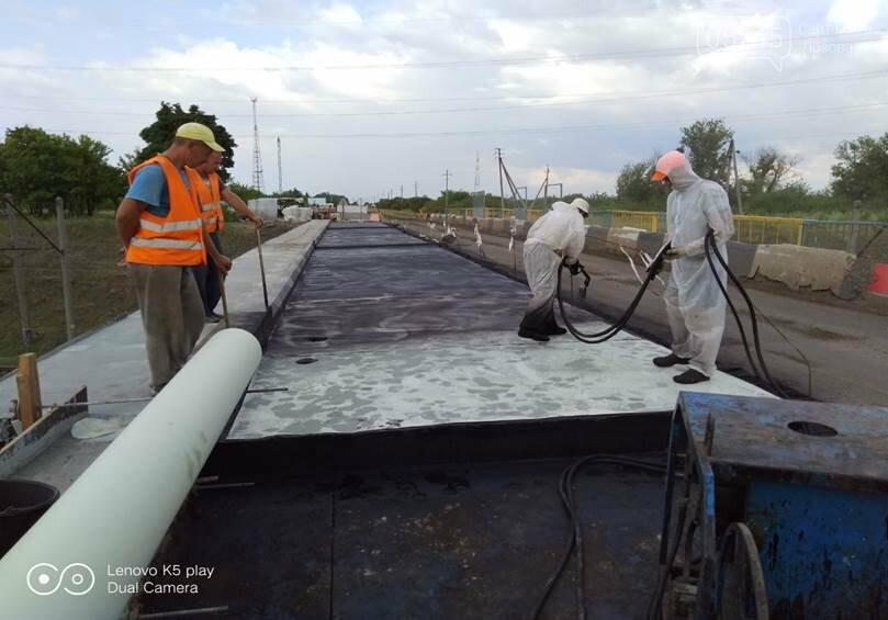 На Лозовщине продолжается ремонт мостов. Укрепляют опоры и пролетные сооружения, фото-2