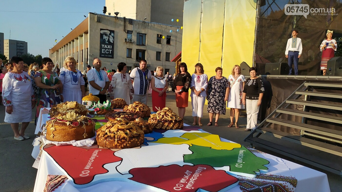 День Независимости в Лозовой: шествие в вышиванках, презентация караваев, фестиваль творчества  , фото-26