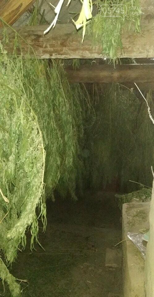 Лозовские полицейские изъяли около 55 килограмм наркотиков у двух подпольных наркоплантаторов, фото-1