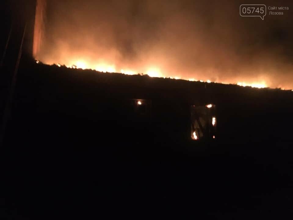 В Лозовой сгорели склады с топливными брикетами, фото-1