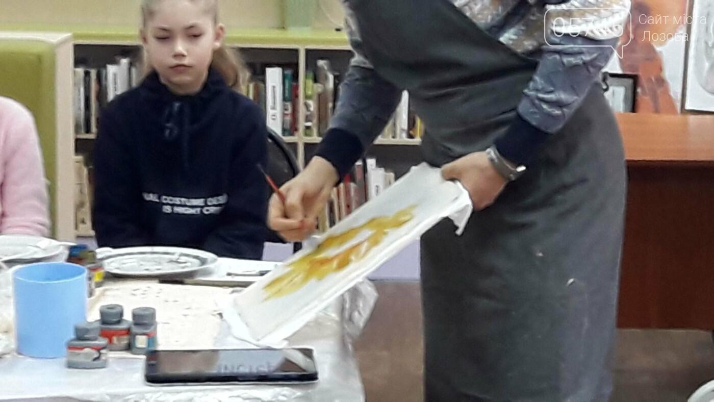 В детской библиотеке учили рисовать по ткани методом «Горячий батик», фото-5