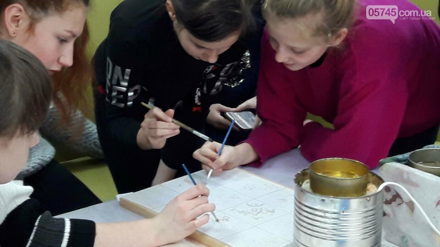В детской библиотеке учили рисовать по ткани методом «Горячий батик», фото-6