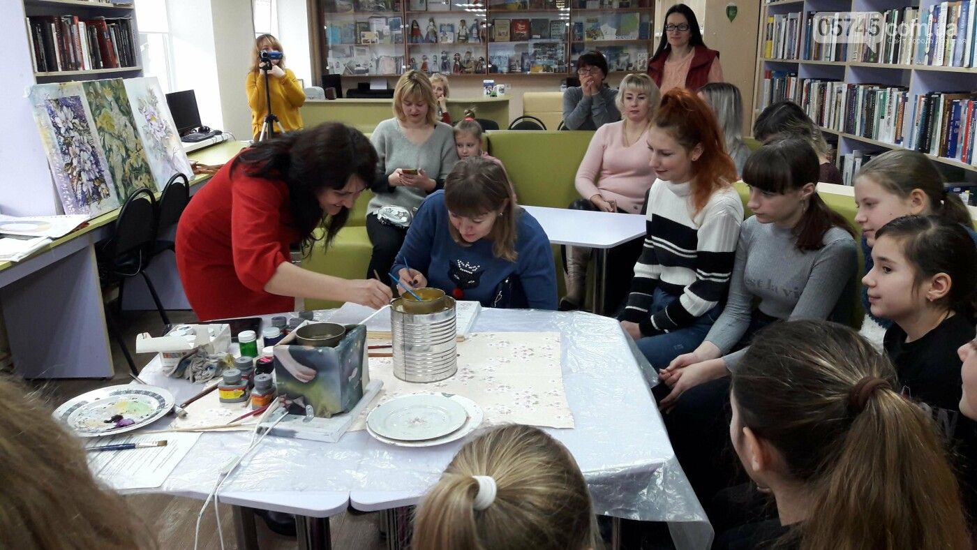 В детской библиотеке учили рисовать по ткани методом «Горячий батик», фото-11