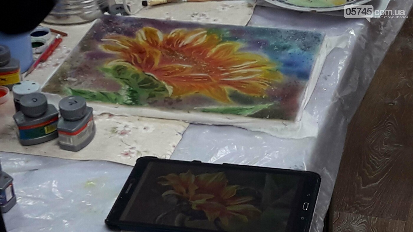 В детской библиотеке учили рисовать по ткани методом «Горячий батик», фото-18