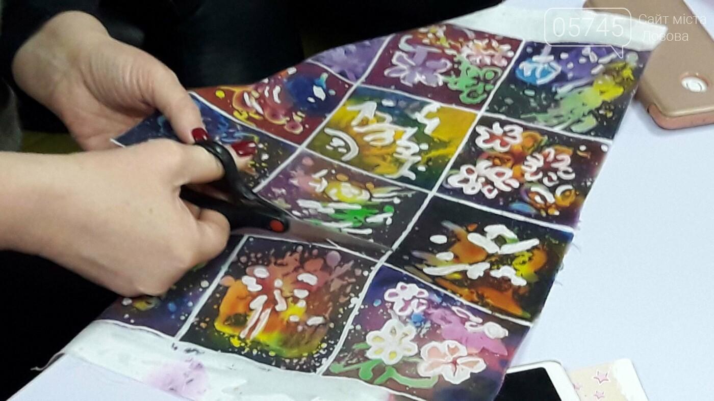 В детской библиотеке учили рисовать по ткани методом «Горячий батик», фото-19