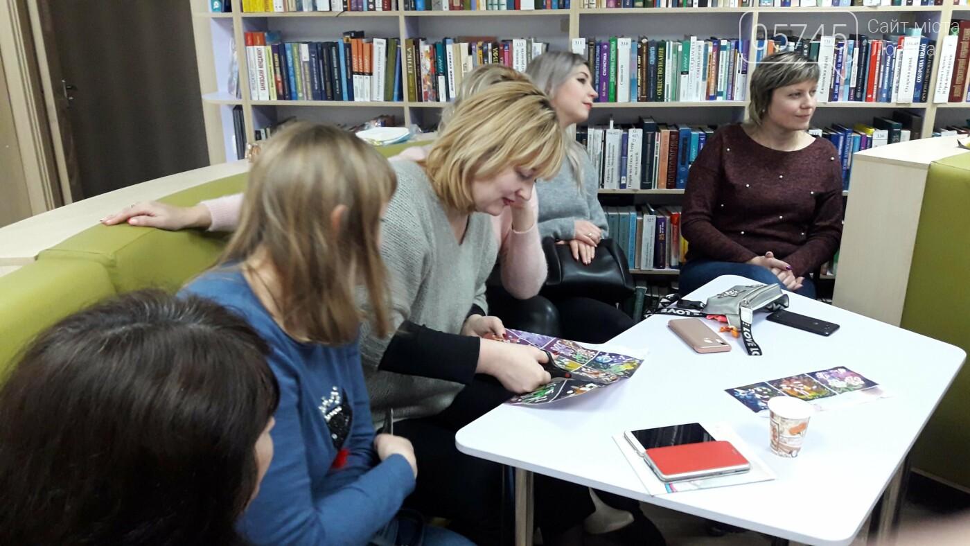 В детской библиотеке учили рисовать по ткани методом «Горячий батик», фото-20