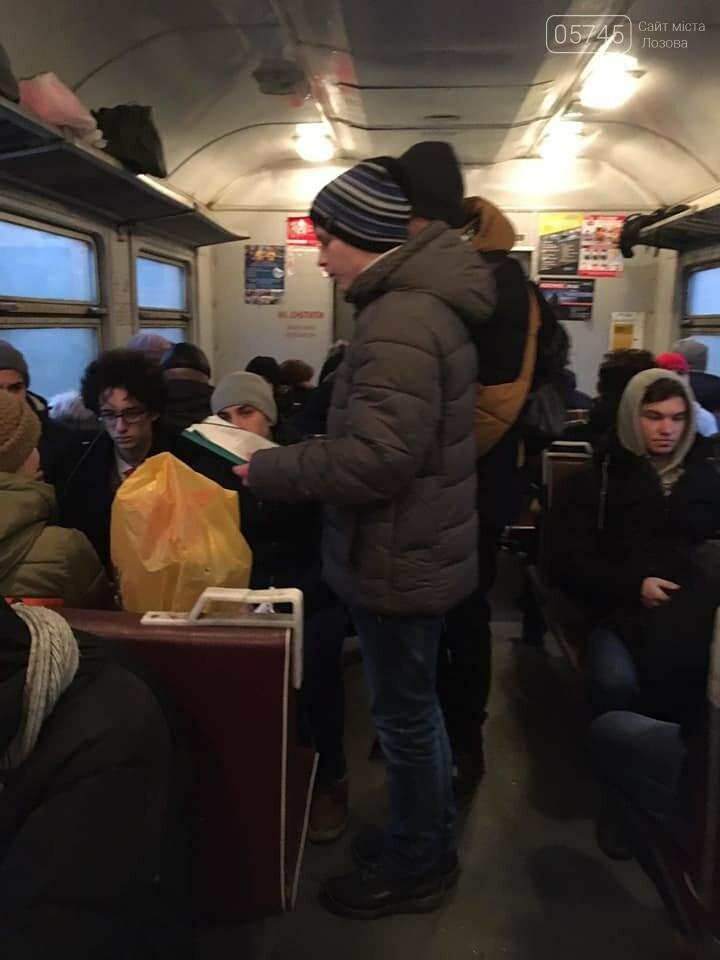 """Активисты лозовского молодёжного хаба """"Pixel"""" провели акцию в пригородном электропоезде , фото-6"""