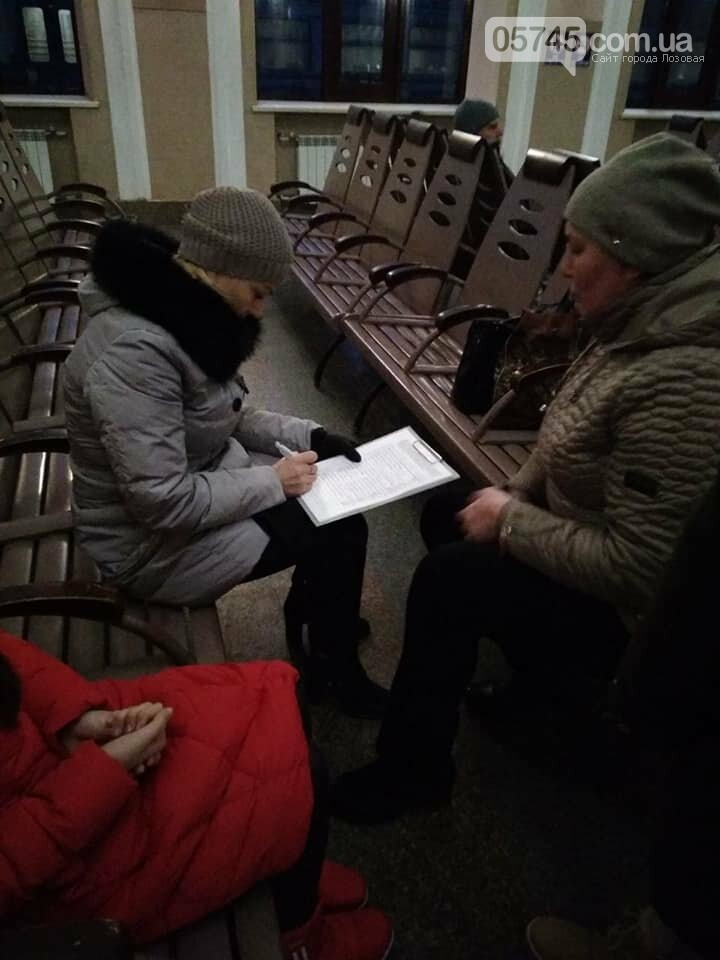 """Активисты лозовского молодёжного хаба """"Pixel"""" провели акцию в пригородном электропоезде , фото-3"""