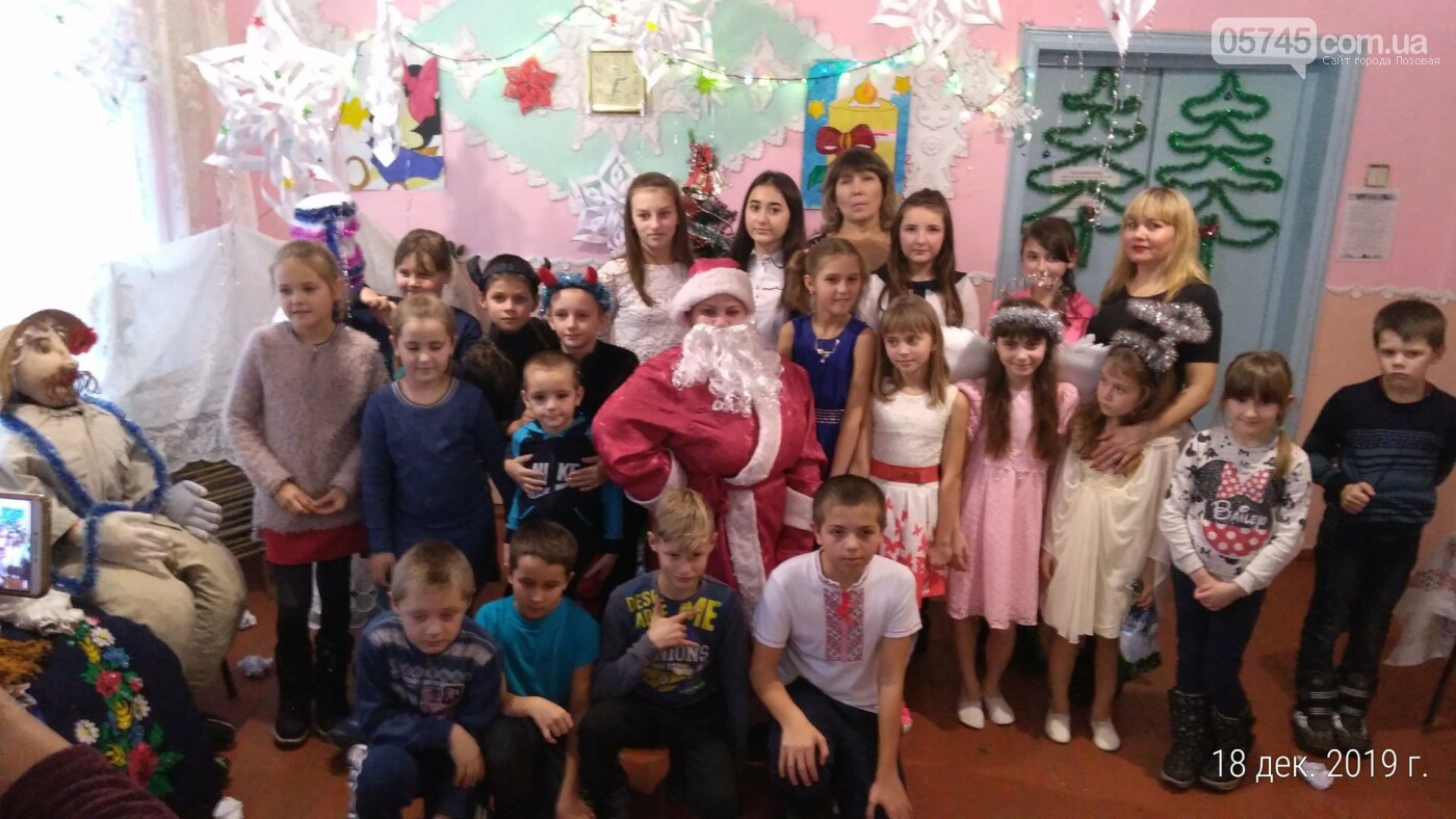 Представления, игры и подарки детям. Как на Лозовщине отметили День святого Николая, фото-14