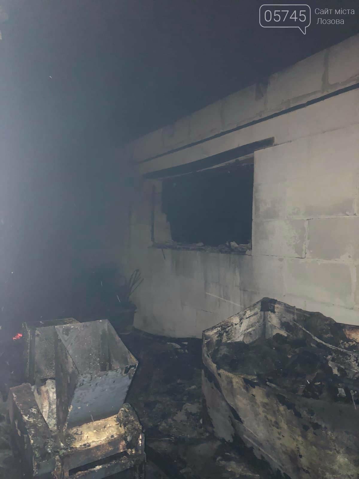 На Лозовщине горел склад фермерского хозяйства: от гибели спасли 150 коров, фото-8