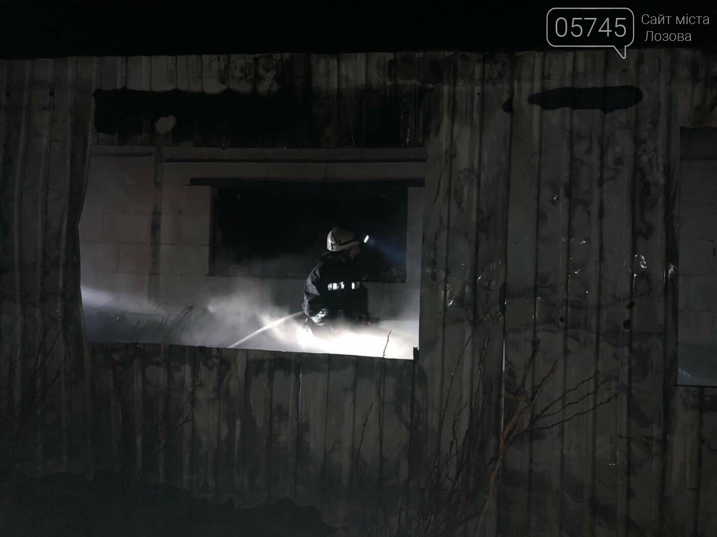 На Лозовщине горел склад фермерского хозяйства: от гибели спасли 150 коров, фото-5