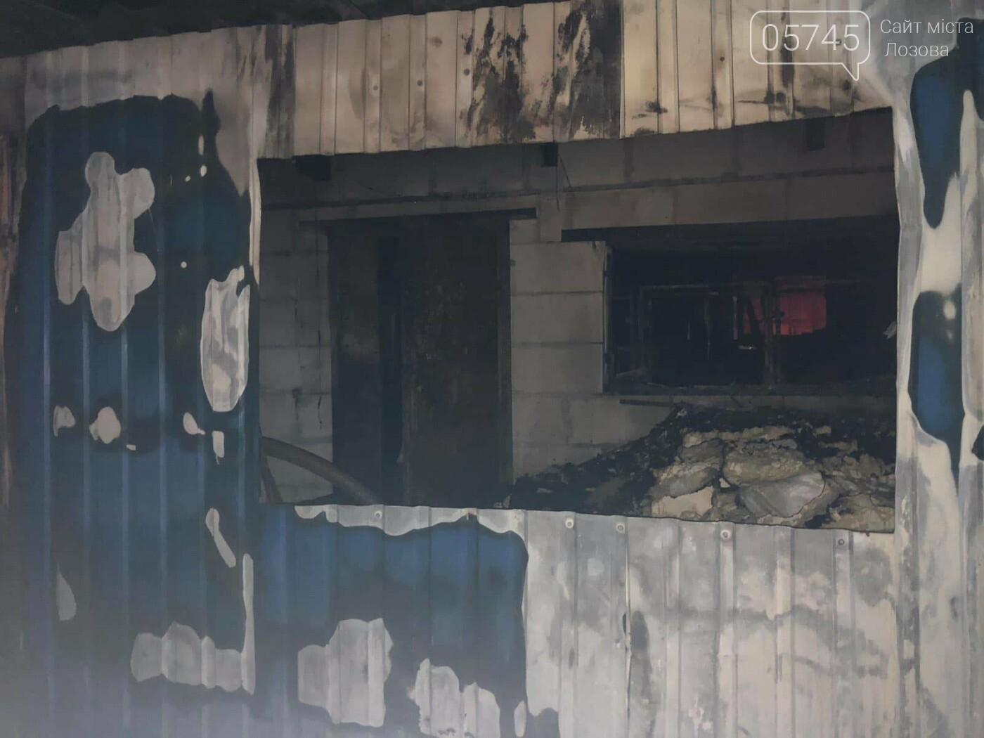 На Лозовщине горел склад фермерского хозяйства: от гибели спасли 150 коров, фото-1