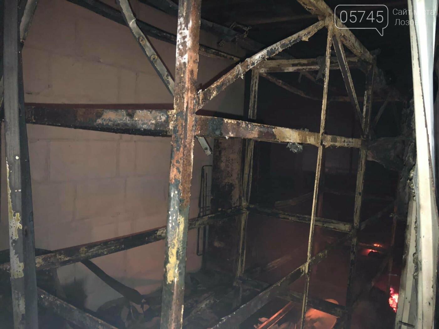 На Лозовщине горел склад фермерского хозяйства: от гибели спасли 150 коров, фото-3