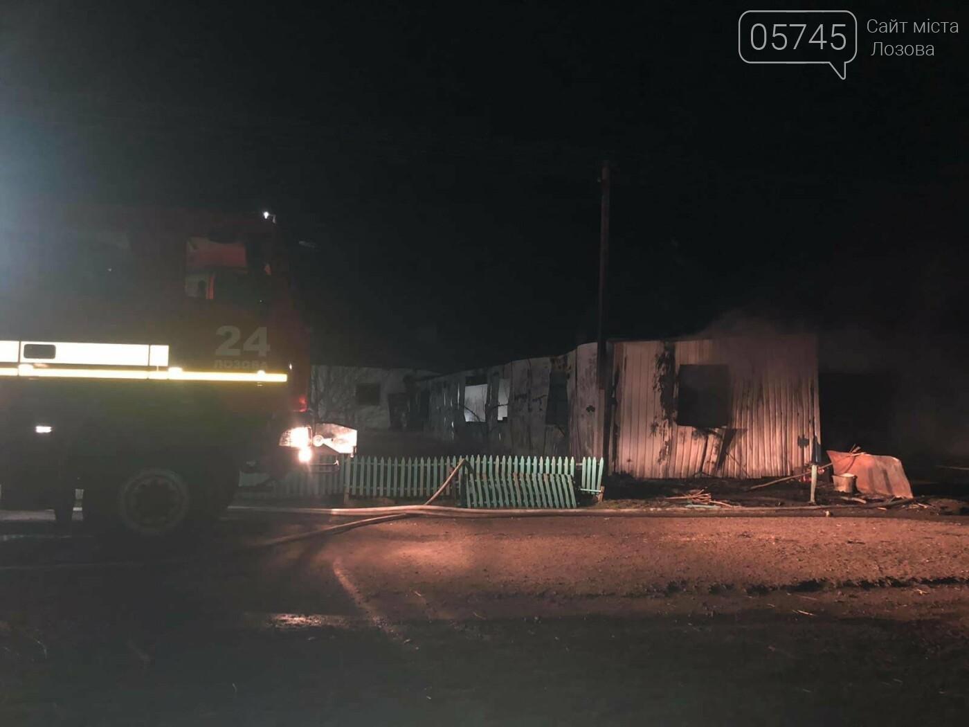 На Лозовщине горел склад фермерского хозяйства: от гибели спасли 150 коров, фото-7