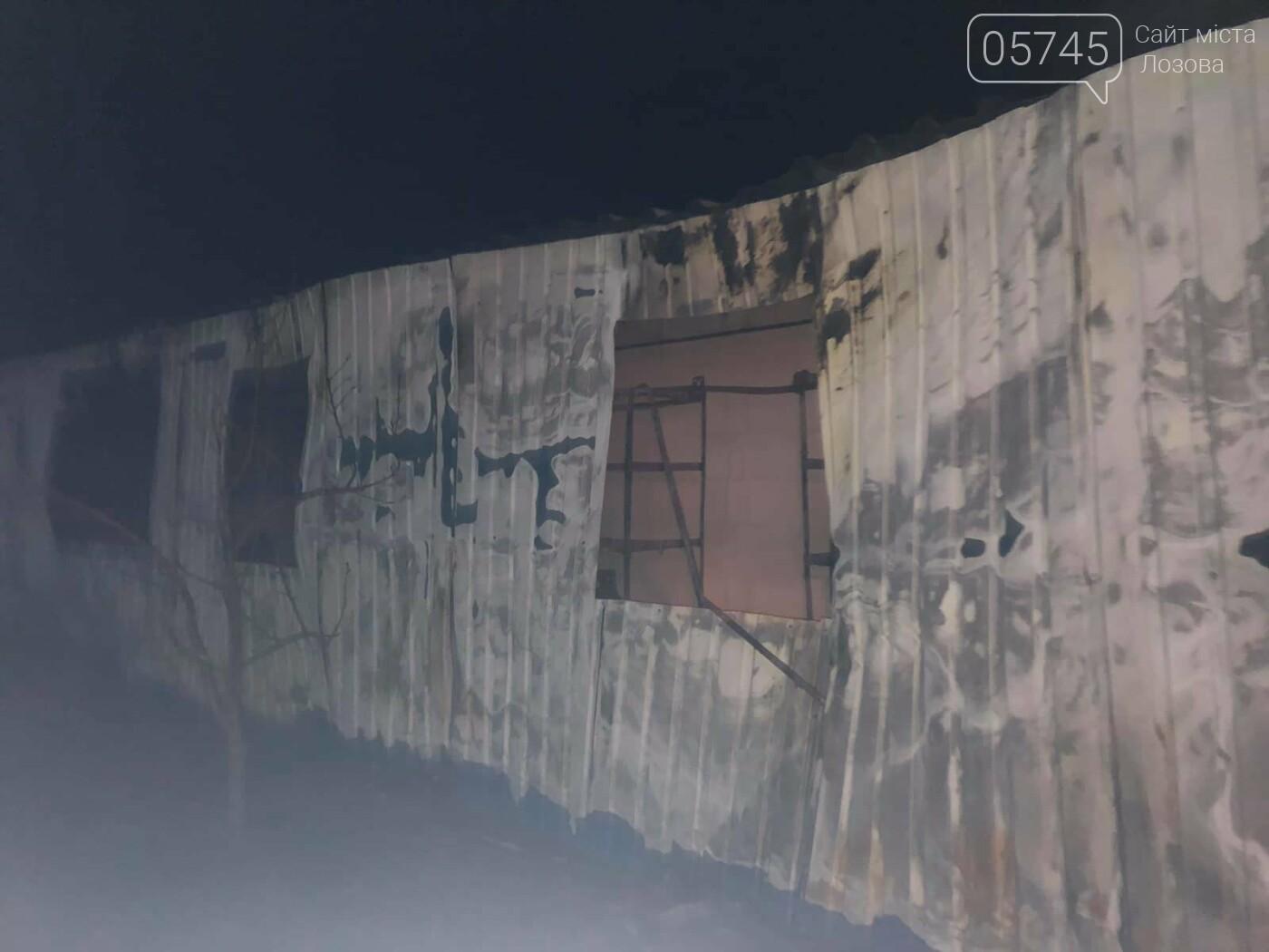 На Лозовщине горел склад фермерского хозяйства: от гибели спасли 150 коров, фото-6