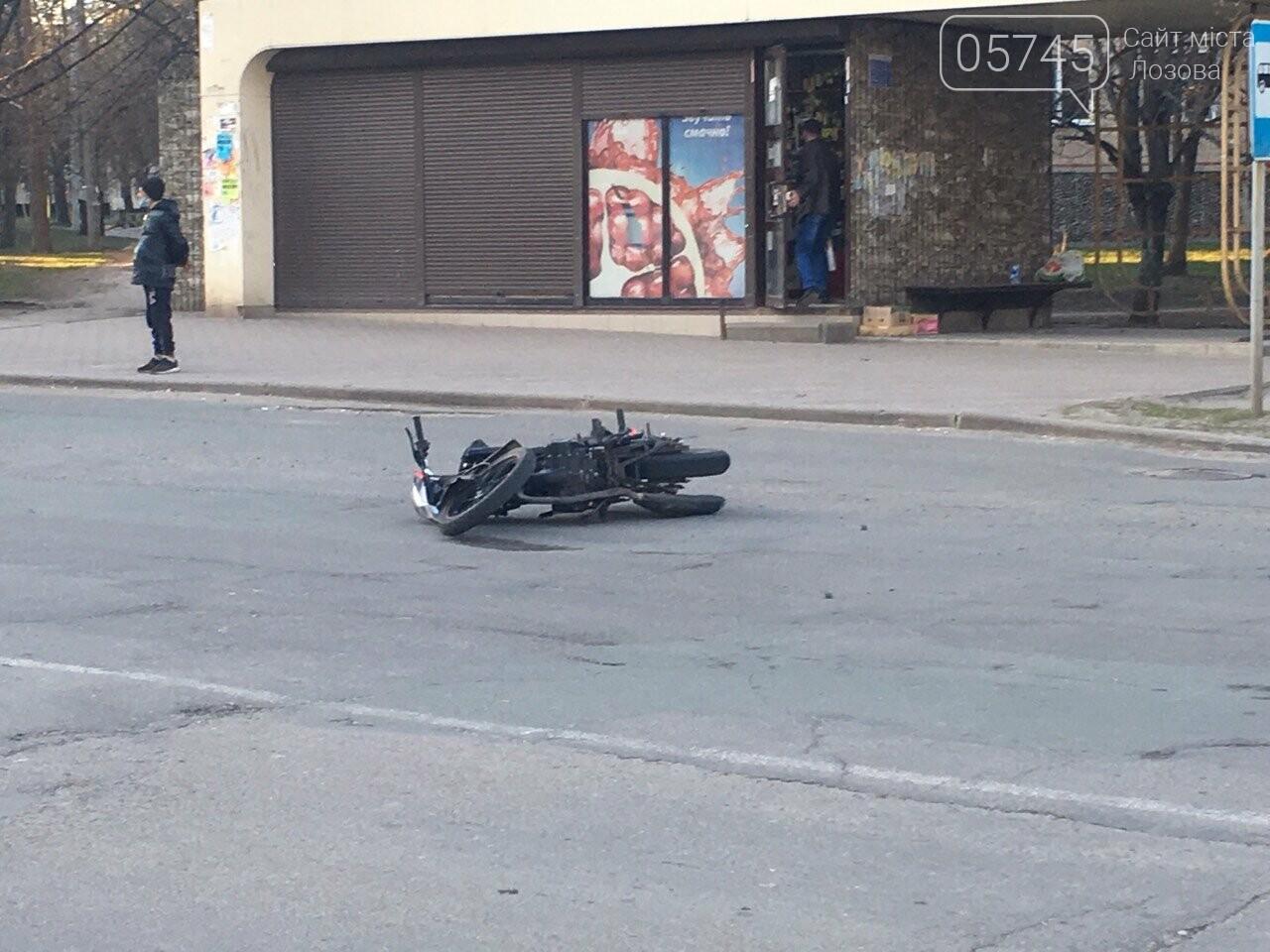 В Лозовой автомобиль сбил мотоцикл, есть пострадавшие (ФОТО), фото-4