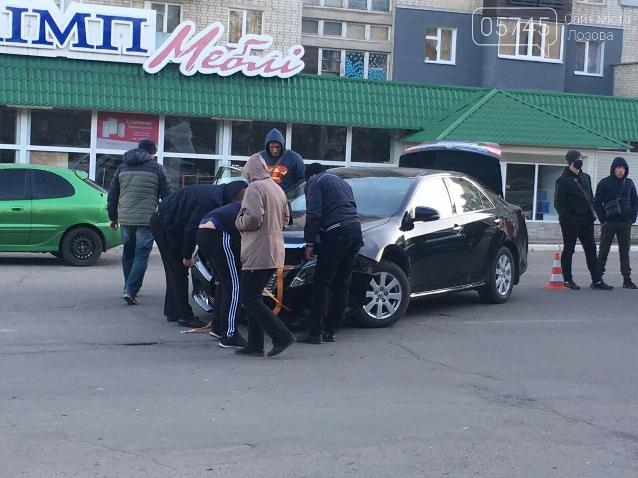 В Лозовой автомобиль сбил мотоцикл, есть пострадавшие (ФОТО), фото-3