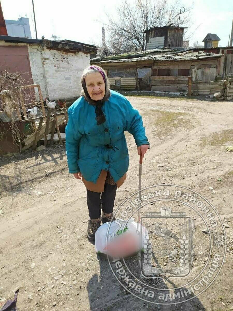 Помощь во время карантина: пожилым жителям Лозовского района раздали продукты, фото-2