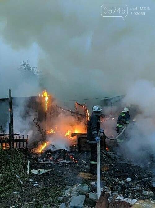 На Лозовщине из-за пожара полностью сгорела деревянная пристройка жилого дома, фото-3