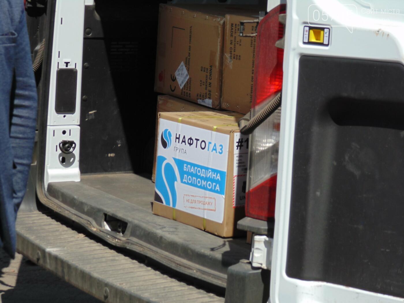 Костюмы и мониторы: лозовские медики получили гуманитарную помощь, фото-3