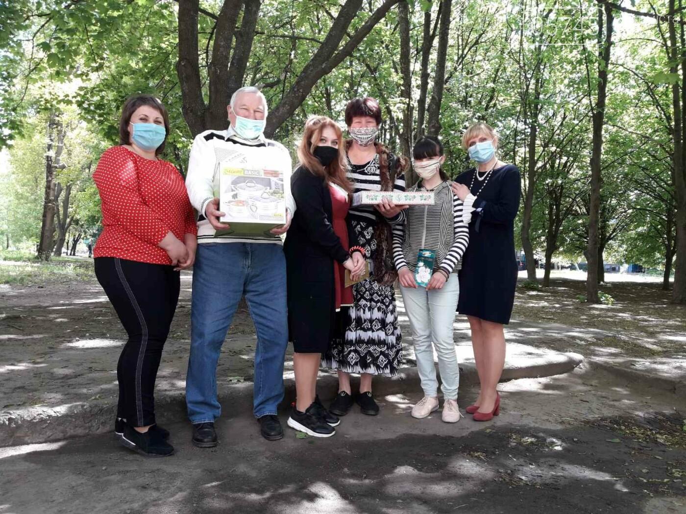 Приемные семьи Лозовщины получили подарки ко Дню семьи, фото-7