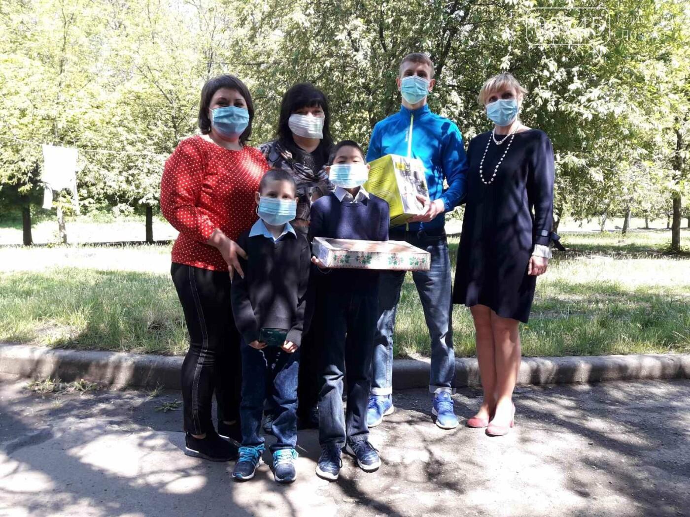Приемные семьи Лозовщины получили подарки ко Дню семьи, фото-8