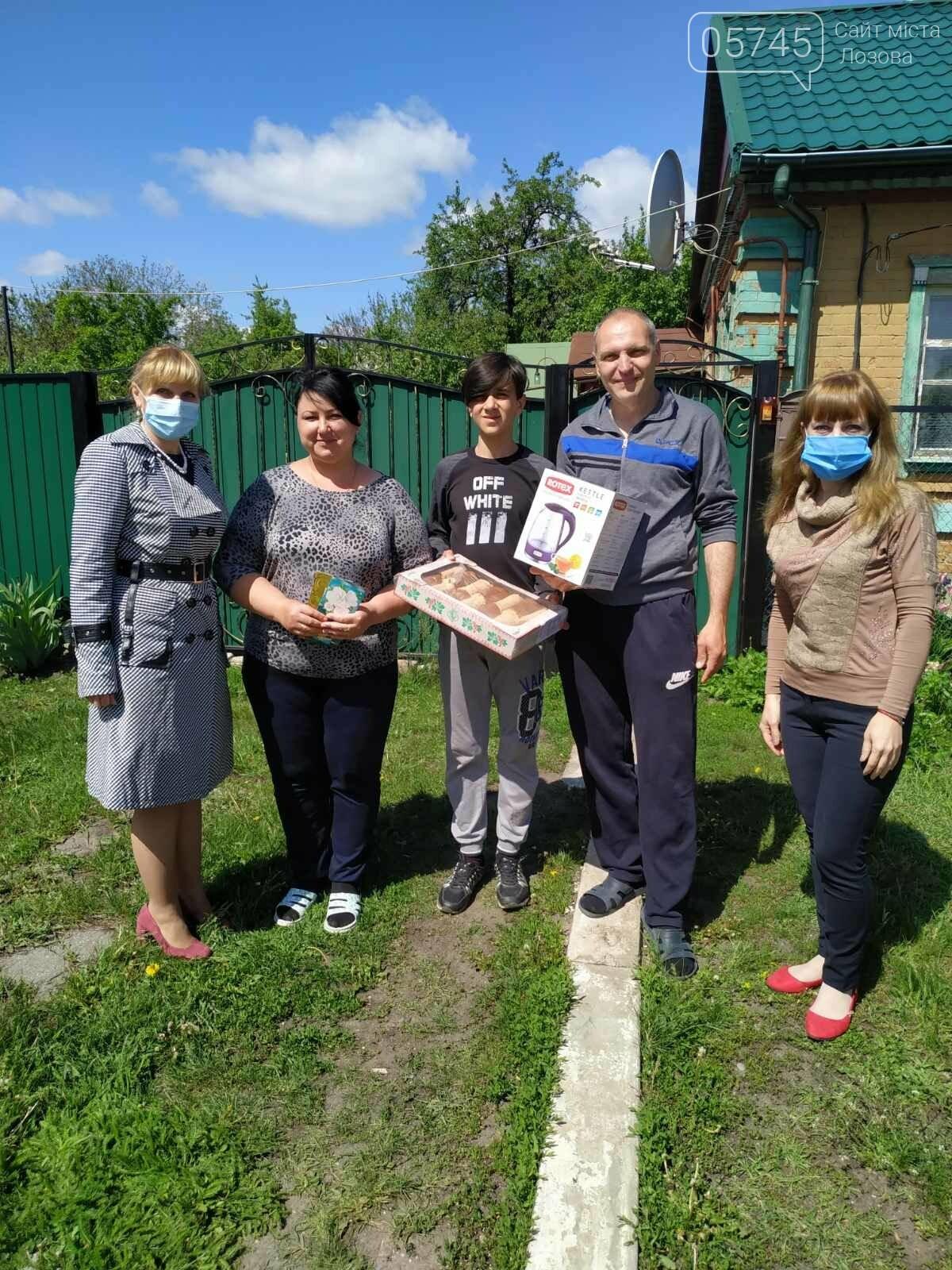 Приемные семьи Лозовщины получили подарки ко Дню семьи, фото-10