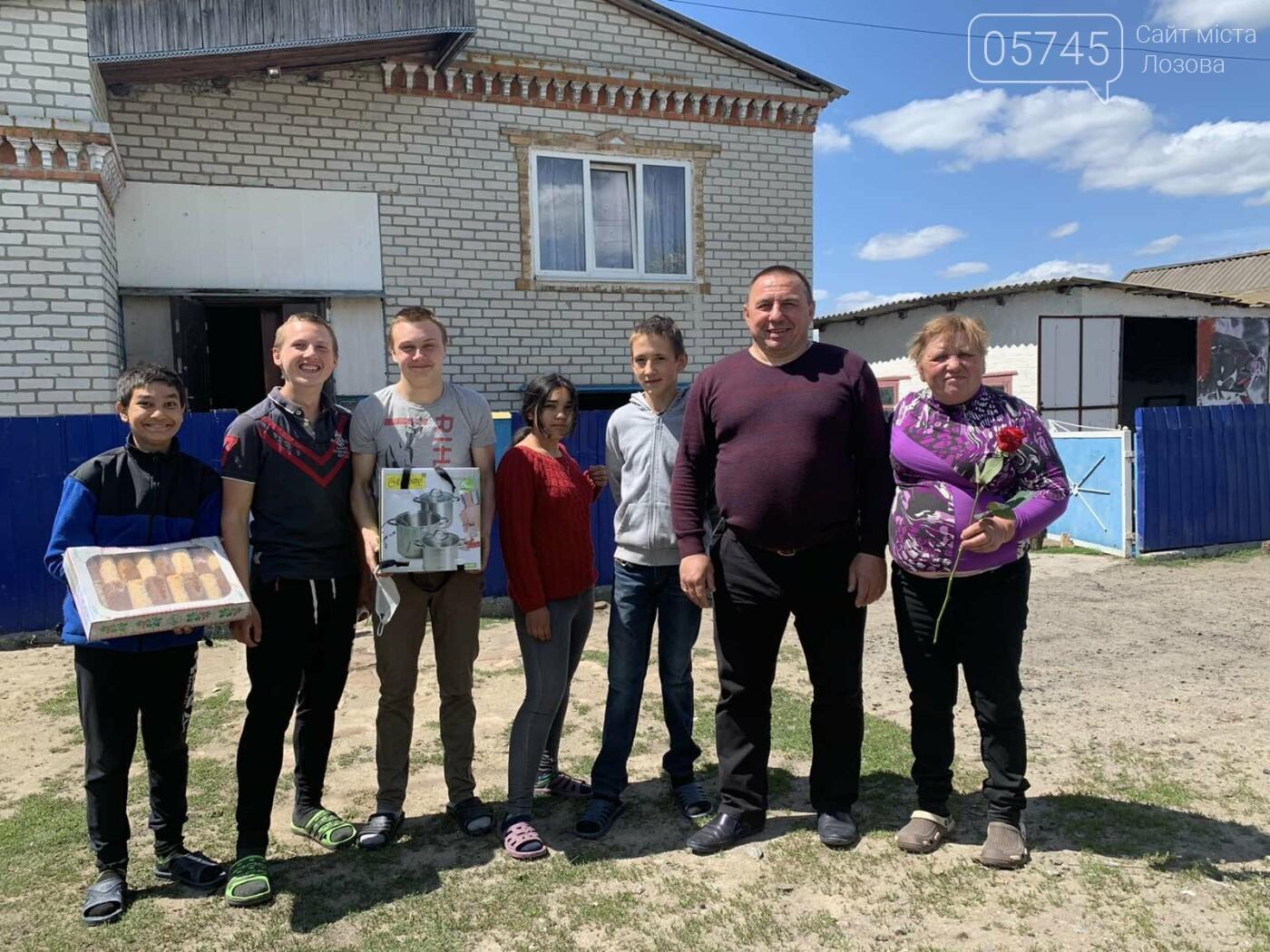Приемные семьи Лозовщины получили подарки ко Дню семьи, фото-11