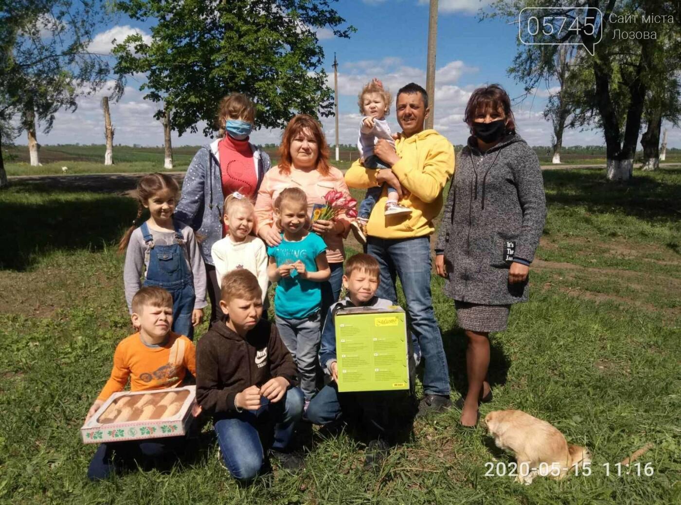 Приемные семьи Лозовщины получили подарки ко Дню семьи, фото-14