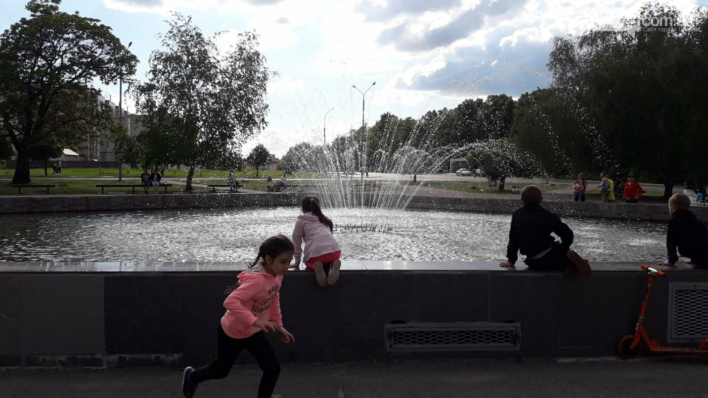 В Лозовой заработали фонтаны, фото-10