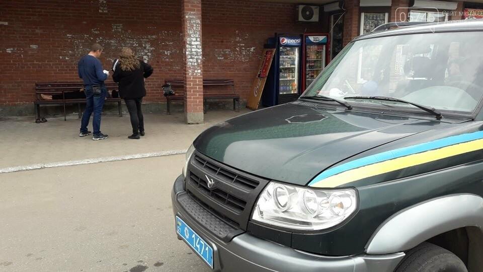 В центре Лозовой, на остановке, обнаружили труп мужчины , фото-1