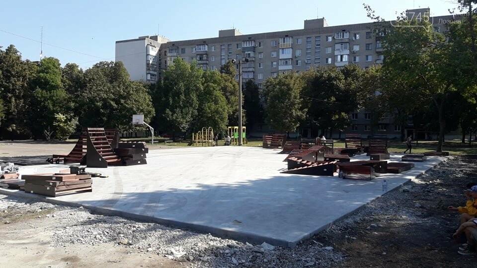 Подготовка к открытию: в Лозовой устанавливают фигуры скейт-парка (ФОТО), фото-1