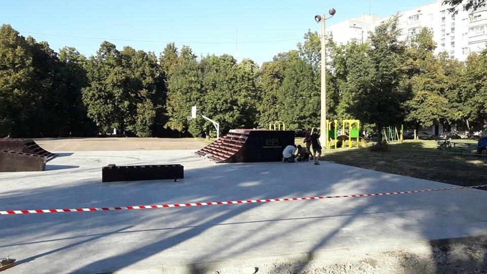 Подготовка к открытию: в Лозовой устанавливают фигуры скейт-парка (ФОТО), фото-6