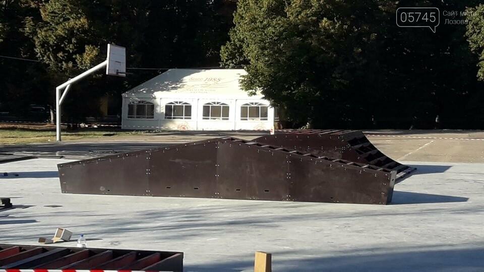 Подготовка к открытию: в Лозовой устанавливают фигуры скейт-парка (ФОТО), фото-8