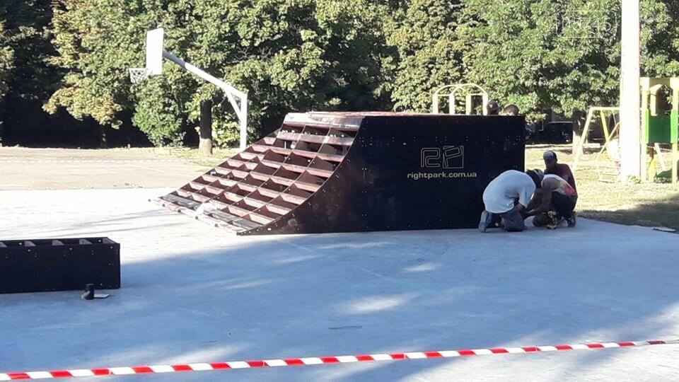 Подготовка к открытию: в Лозовой устанавливают фигуры скейт-парка (ФОТО), фото-7