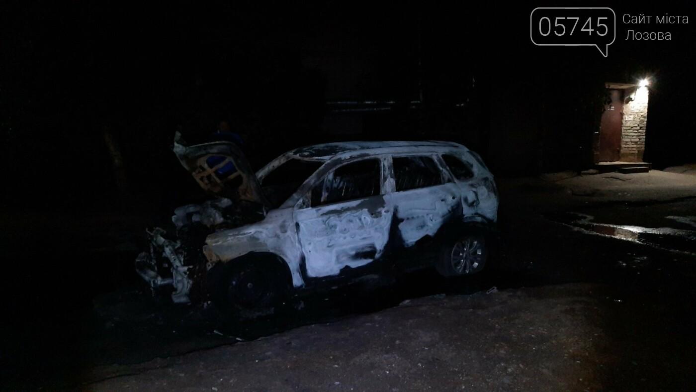 Третье авто за три недели: в Лозовой ночью сгорела очередная машина (ДОПОЛНЕНО), фото-1