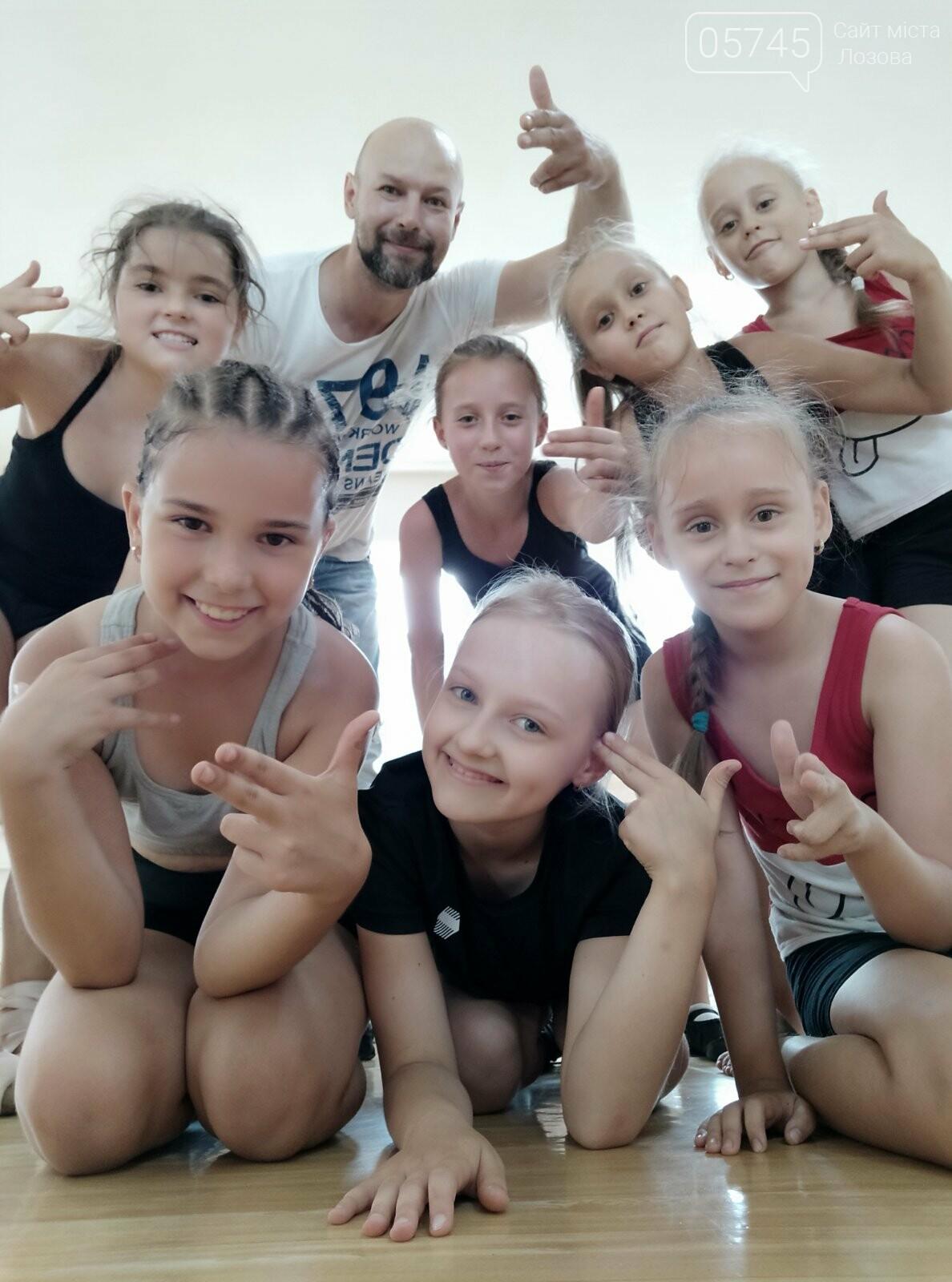 «Будет танцевать вся Лозовая»: обучение танцам в ансамбле «Графика», фото-1